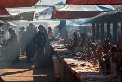 缅甸语地方早晨市场2010年12月31日的在Inle,缅甸 免版税库存图片