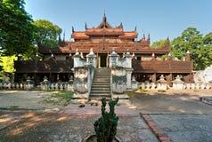 缅甸金黄曼德勒修道院缅甸宫殿 免版税库存图片
