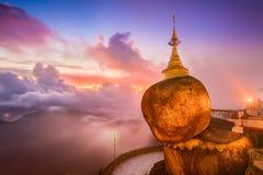 缅甸金黄岩石  免版税库存图片