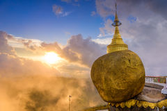 缅甸金黄岩石  免版税图库摄影