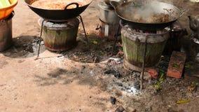 缅甸3月1日2016年仰光, 街道食物在火- 2录影序列烹调了户外 股票视频