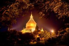 缅甸 Bagan寺庙在晚上 库存照片