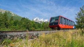 缆索铁路从Stary Smokovec对在高Tatras的Hrebienok山 库存照片