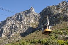 缆索铁路在南非开普敦有制表山的看法 库存照片