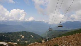 缆索铁路的基础设施,美丽的轻率冒险在roza khutor山顶部 影视素材