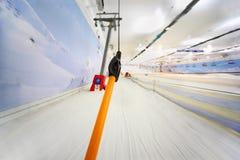 缆索铁路的室内滑雪视图 免版税库存图片