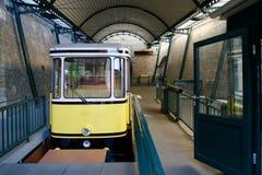 缆索铁路的黄色 库存照片