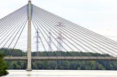 缆绳被停留的河上的桥多瑙河 库存图片