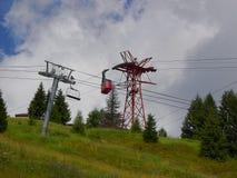 缆绳运输在锡纳亚,罗马尼亚 免版税库存照片
