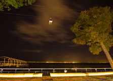缆车在晚上 免版税库存照片