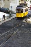 缆车在里斯本,葡萄牙Alfama区  库存照片