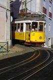 缆车在Alfama,老quartier里斯本 免版税图库摄影