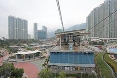 缆车驻地在大屿山,雾的香港 免版税库存照片