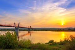 缆绳停留了在维斯瓦河的桥梁 免版税图库摄影