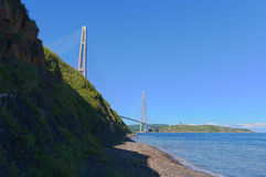 缆绳停留了桥梁Russky桥梁。 免版税库存图片