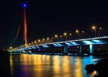 缆绳停留桥梁Tran thi Ly - Da nang越南 免版税库存图片