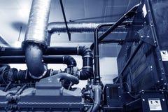 缆绳和管道系统如被找到在工业能源厂里面 库存图片