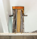 被清除的铜电力缆绳 库存照片