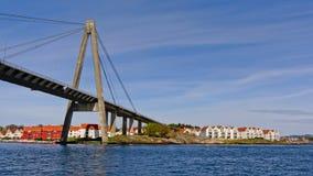 缆绳被停留的吊桥在斯塔万格,挪威 免版税图库摄影
