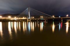 缆绳被停留的吊桥-美国22 -俄亥俄河 库存图片