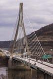 缆绳被停留的吊桥-美国22 -俄亥俄河 免版税库存照片