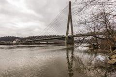 缆绳被停留的吊桥-美国22 -俄亥俄河 免版税库存图片