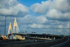 缆绳被停留的桥梁在曼谷,泰国 库存照片