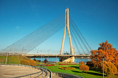 缆绳被停留的桥梁在里加 免版税库存照片