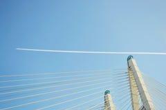 缆绳被支撑的桥梁和轨道航空器,圣彼德堡。 图库摄影