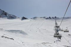 缆索铁路在Stubai冰川 免版税库存图片