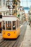 缆索铁路里斯本的格洛里亚-葡萄牙 免版税库存图片