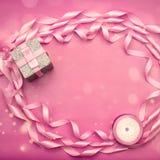 缎丝带桃红色装饰框架  库存照片