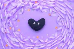 缎丝带紫色装饰框架  库存照片