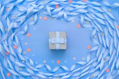 缎丝带蓝色装饰框架  免版税库存照片