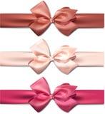 缎颜色丝带。礼物弓。 库存图片