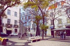 缓慢在早晨做里斯本卡尔穆广场  免版税库存图片
