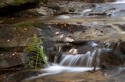 缓慢流动的瀑布 库存图片