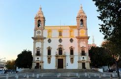 缓慢的卡尔穆教会做卡尔穆广场在日落,法鲁,葡萄牙 库存图片