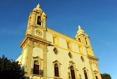 缓慢的卡尔穆教会做卡尔穆广场,法鲁,葡萄牙 免版税库存图片