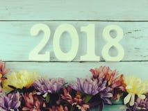 编号与花装饰的木物质新年好背景 库存照片