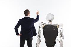 编程人工智能的热情的聪明的科学家 库存图片