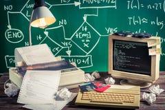 编程的工作在计算机实验室 免版税库存照片