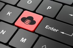 编程的概念:与云彩的数据库在键盘背景 库存图片
