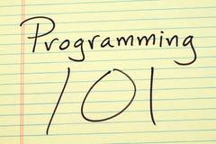 编程101在一本黄色便笺簿 库存照片