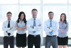 编组看起来一个专业企业的队的画象确信 免版税库存图片