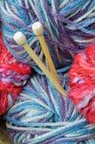 编织针和纱线 库存照片