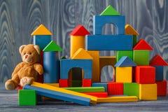 编译儿童的五颜六色木的块 免版税库存照片