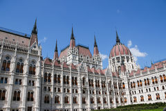 编译完全补白匈牙利议会射击的布达佩斯 结构上详细资料大梁玻璃购物中心被反射的购物 库存图片