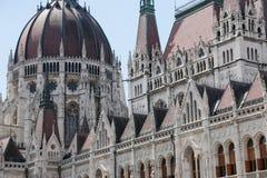 编译完全补白匈牙利议会射击的布达佩斯 结构上详细资料大梁玻璃购物中心被反射的购物 图库摄影