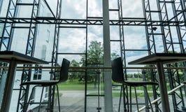 编译的内部现代 公寓营业所安排工作 大明亮的窗口 图库摄影